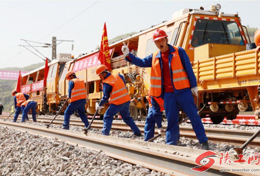 蒙華鐵路蒙陝段鋪軌完成