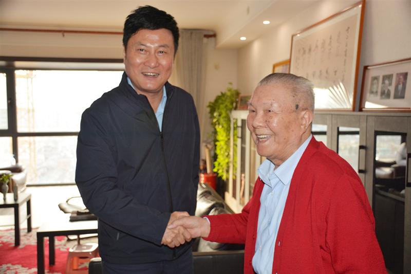 郭大为走访慰问省级老同志