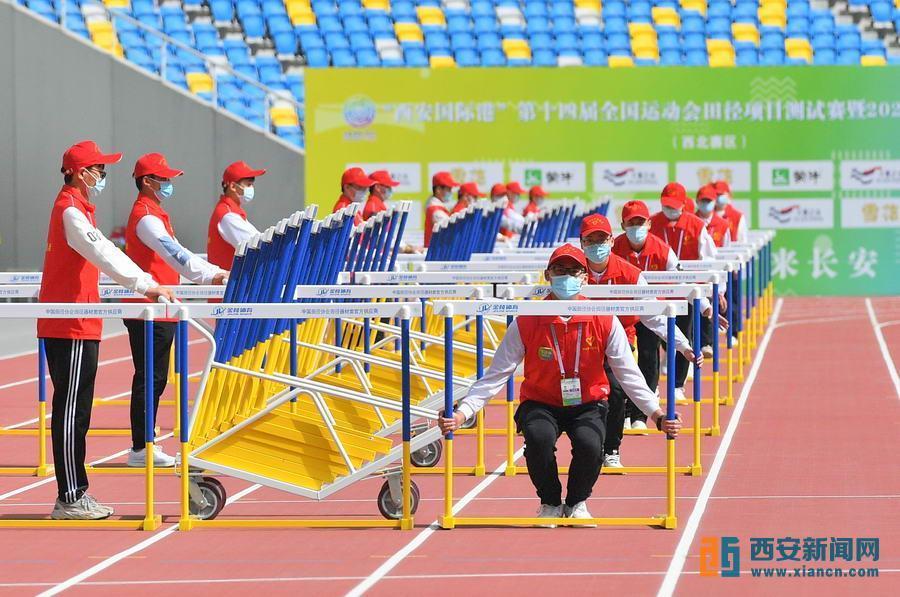 青年志愿者助力十四运。记者 王健摄_34(2305539)-20210912084107.jpg