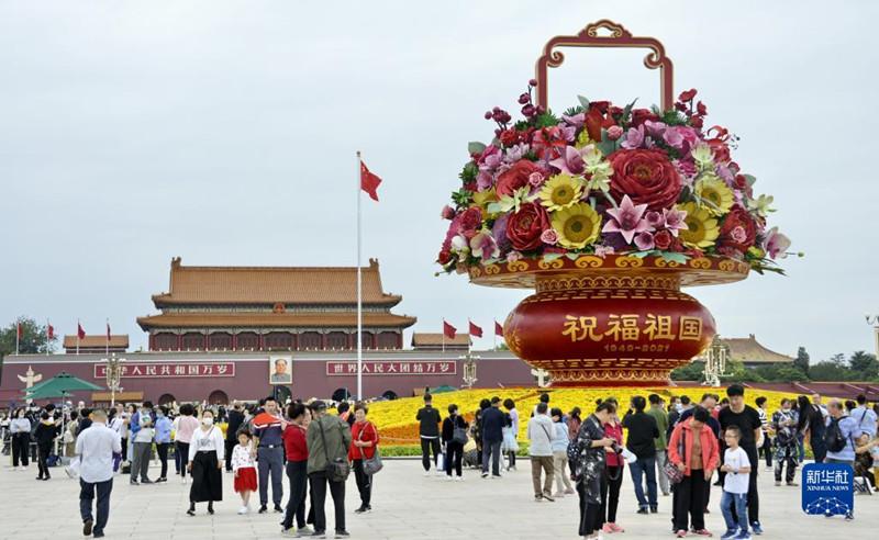 北京:锦绣花坛迎国庆